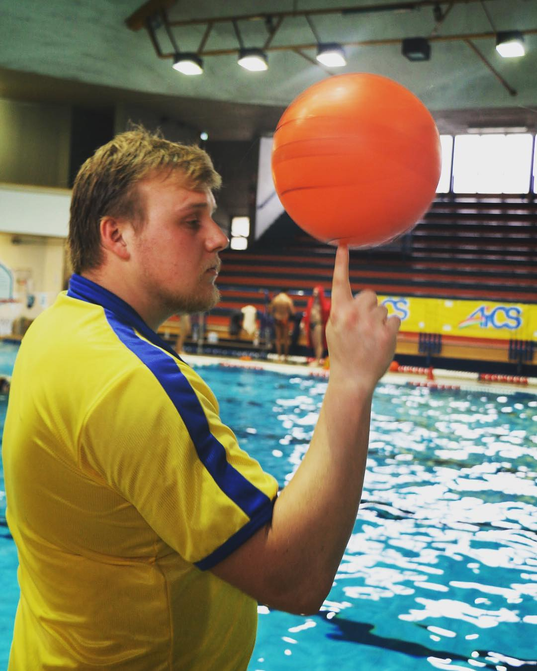 The-referee0Awaterbasketball-waterbasket-waterpolo-referee-sport-photooftheday-instalike-instacool-instagood-follow-nba-basketball-basket-water-ball-whistler-swimmingpool-pool